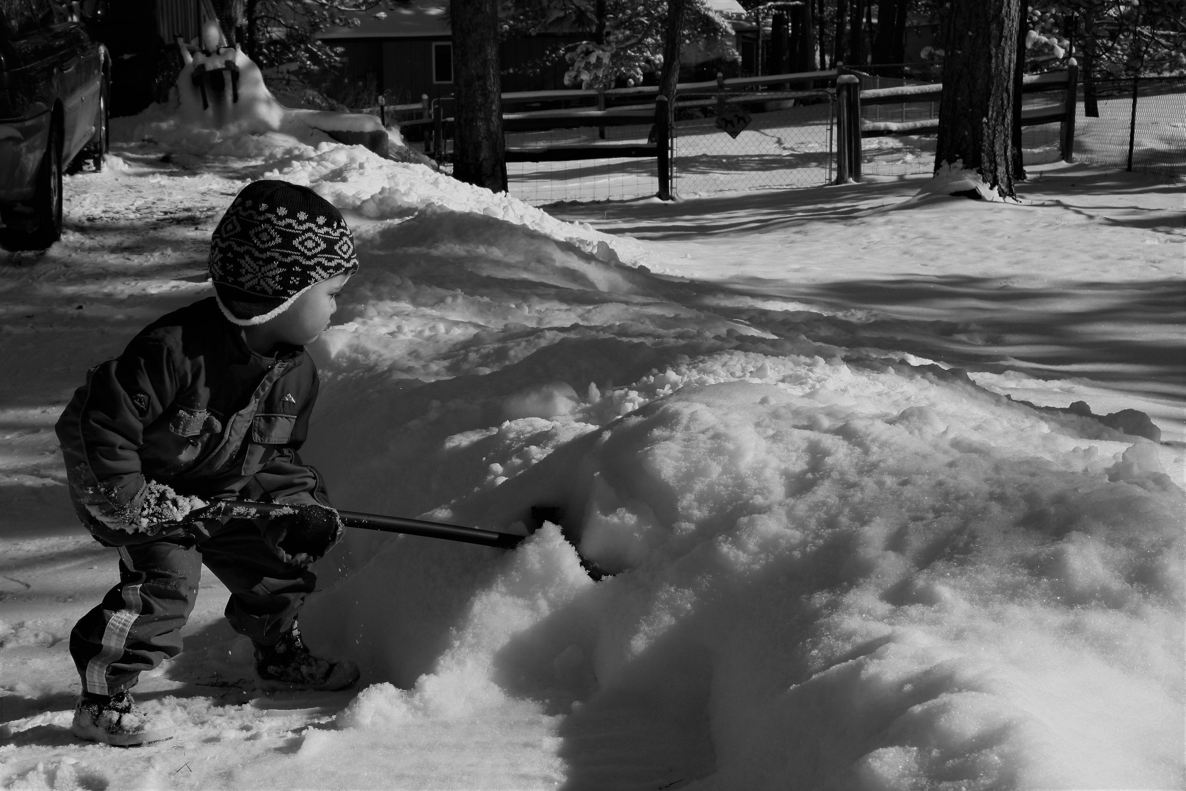 Kid-shoveling-snow